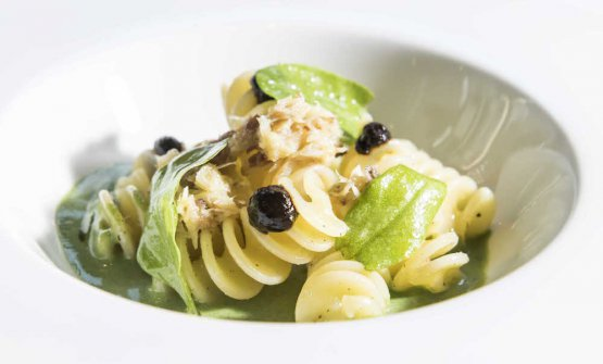 Monograno Felicetti Fusillone Matt, sorrel, smoked mackerel and black garlic by Carlo Cracco