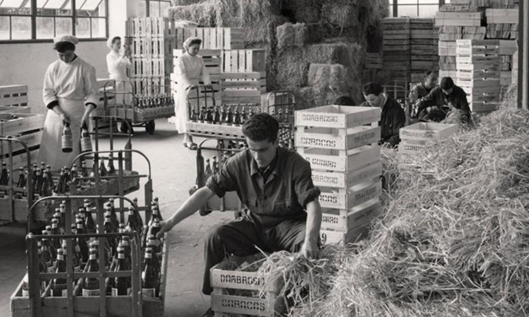 Un'immagine storica dell'imbottigliamento a San Pellegrino