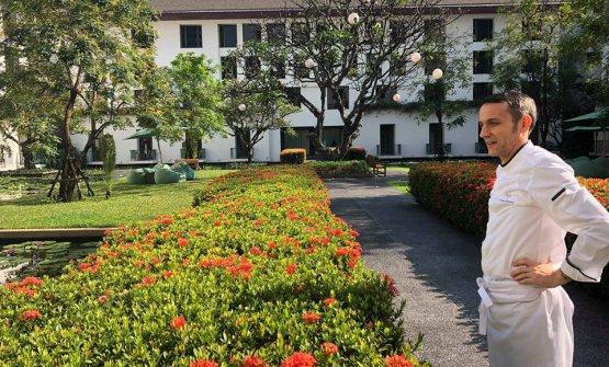 David Tamburini, classe 1973, toscano. Dopo un recente passato siciliano daCasa Grugno (Taormina) e La Gazza Ladra (Modica), da un anno e mezzo ha preso il timone del ristorante gourmet La Scala del Sukhotai, hotel 5 stelle lusso di Bangkok, in Tailandia