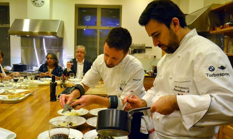 Al lavoro durante la cena aquattro mani conMassimiliano MasciadelSan Domenicodi Imola