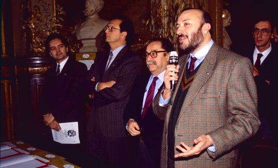 Petrini speaking from the microphone in 1989 in Paris; next to him Folco Portinari