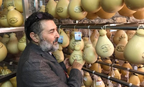 Il prof. Licitra, dell'Università di Catania, ha presentato una ricerca sulla diffusione dei prodotti caseari tradizionali nei punti vendita della Sicilia