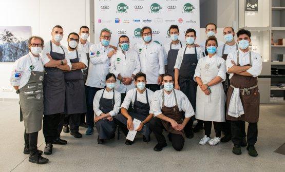Nella foto di gruppo, si riconoscono Diego Crosara,Giancarlo Morelli e Carlo Cracco