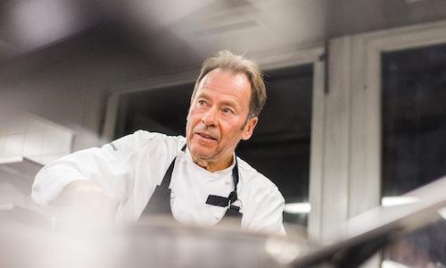 Dieter M�ller, 64 anni, nume tutelare dello Tschuggen Gourmet Tour di Arosa in Svizzera, per 18 anni al timone del ristorante dello Schlosshotel Lerbach, 3 Stelle Michelin,�� stato il�primo chef tedesco a ricevere 4 cappelli dalla Guida Gault Millau