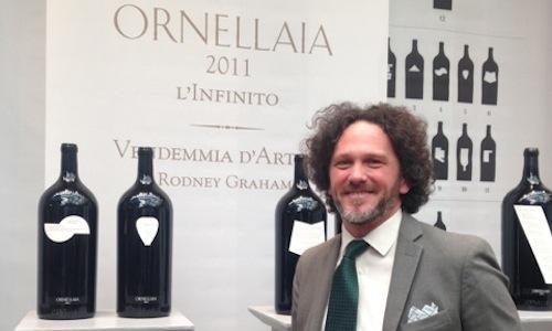 Alex Heinz, enologo di Ornellaia, alla casa d'aste�Sotheby's di Milano, in occasione della presentazione del millesimo 2011 della Vendemmia d'Artista – L'Infinito. Arte e vino sono sempre pi� intrecciati nelle strategie della�famiglia Marchesi de' Frescobaldi