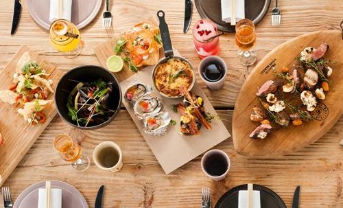 Alcune delle tapa asiatiche dell'ultima creatura dello chef Luke Dale-Roberts, gi� noto per il Test Kitchen di Cape Town. Ispirato nel concetto alle cene americane anni Cinquanta, il menu del Pot Luck Club si divide in 6 parti: salato, acido, dolce, amaro, umami e dessert, telefono�+ 27.(0)21.4470804�(foto unlike.net)