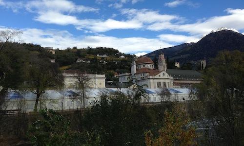 La Kurhaus, sede del Merano Wine Festival, ripresa per una volta da fuori. La 22ma edizione della kermesse altoatesina concepita da�Helmuth Kocher, 9-11 novembre, ha riscosso il consueto successo di critica e pubblico