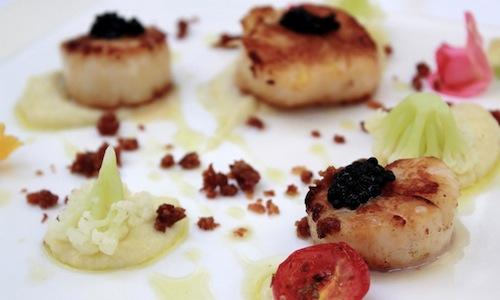 Scallops and caviar by 24-year-old chef Natalino Ambra, from Prato, solidly at the helm of restaurant Va Bene in Shanghai, in the Xintiandi neighbourhood, tel. +86.21.63112211. Among the most pleasant surprises in town