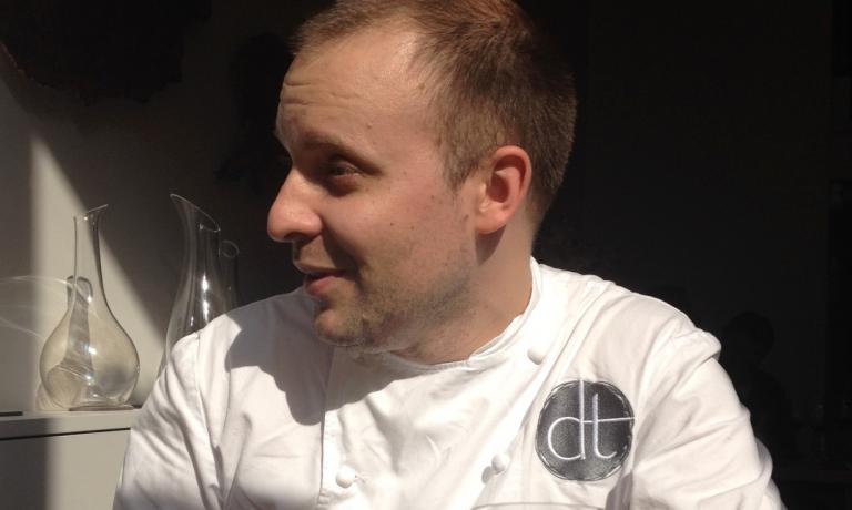 David Toutain, cuoco francese, da dicembre 2013 chef del ristorante omonimo al 29 di rue Surcouf, Parigi,�+33.(0)1.45501110. Per l'ottava edizione della Guida ai ristoranti di Italia, Europa e Mondo di Identit� Golose, in uscita a novembre, � lui il Miglior cuoco straniero. Succede nel riconoscimento a Pascal Barbot (2008), Ren� Redzepi (2009), Josean Alija (2010), Inaki Aizpitarte (2011), Giovanni Passerini (2011), Daniel Humm (2012) e Kobe Desramaults (2013)