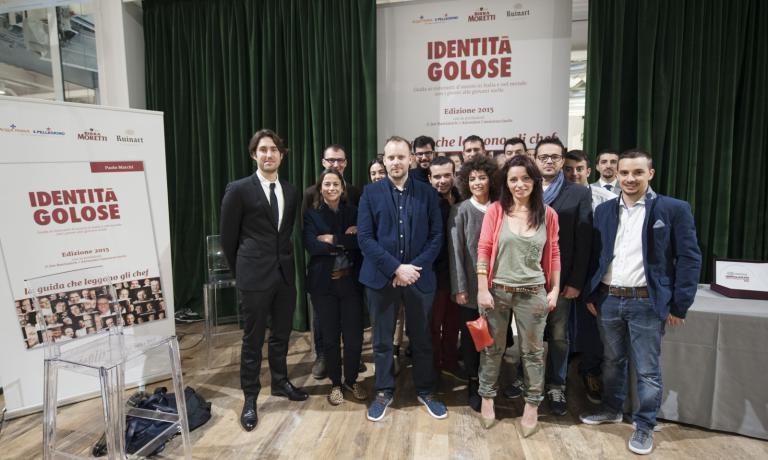 Foto di gruppo dei premiati: 13 categorie, altrettanti riconoscimenti al fior fiore della giovane cucina italiana, e non solo (foto Brambilla-Serrani)