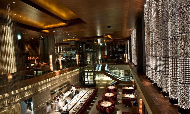 L'ambientazione speciale di Zuma, nel cuore del financial center di Dubai, Emirati Arabi. Il ristorante giapponese � un format di successo che si moltiplica nel mondo: da Londra ha aggiunto anche sedi a Hong Kong, Istanbul, Miami, Bangkok, Abu Dhabi, New York e penisola di Dat�a in Turchia�(foto Executive Women)