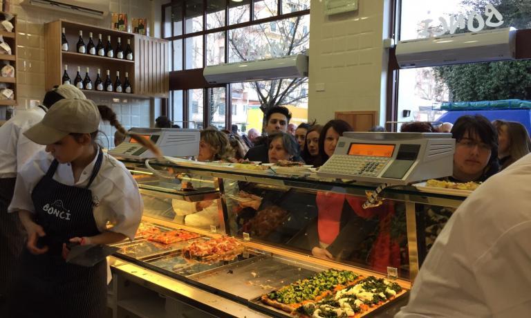 Da gioved� scorso, Pizzarium (via della Meloria, 43, telefona +39.06.39745416) ha raddoppiato i suoi spazi. Le vetrine della pizza al taglio pi� celebre di Roma ora sono due. Una grande notizia per i fan di Gabriele Bonci