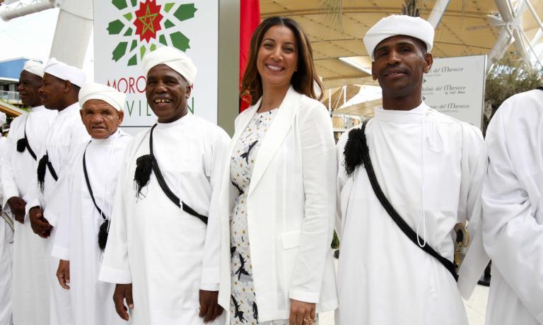 Samya Abbary l'altro giorno al padiglione marocchino, prima di pranzare a Identit� Expo. A settembre riprende la sua rubrica di cucina ogni giorno, da luned� al venerd�, su Canale 5, nell'ambito della trasmissione Mattino 5 (foto�Expo 2015/Daniele Mascolo)