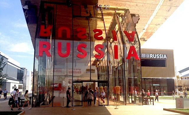 L'ingresso del padiglione della Federazione Russa a Expo. Il padiglione � centrato sulle grandi risorse alimentari del paese e sul ruolo storico dei grandi scienziati�Mendeleev,�Vavilov e�Vernadskij