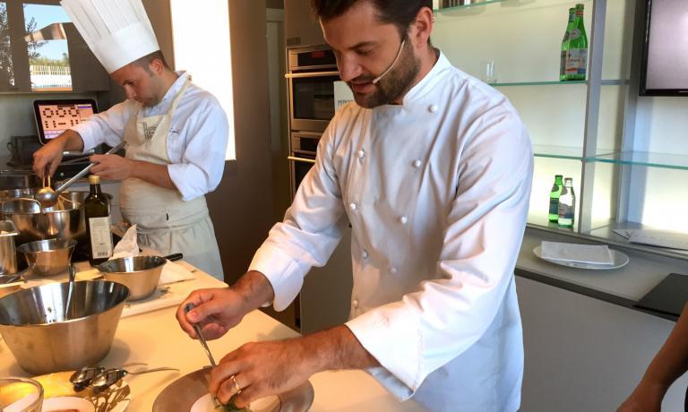 Lo chef Enrico Bartolini del Devero di Cavenago di Brianza � stato protagonista ieri di Identit� di Pasta, nel formato a cadenza mensile appannaggio dei big dell'alta ristorazione italiana