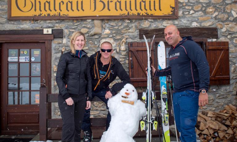 Heston Blumenthal, al centro, con Clare Smyth e Sat Bains a Courmayeur, nei giorni scorsi. Il celebre chef britannico ha animato per il terzo anno consecutivo la Mountain Gourmet Ski Experience