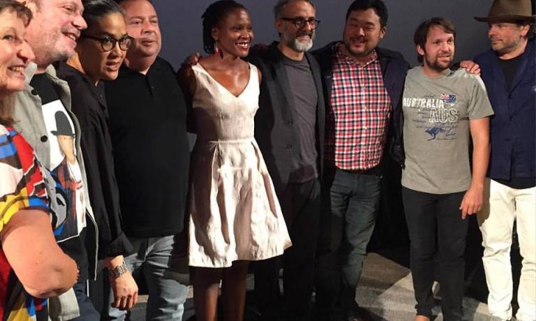 Foto di gruppo al termine di Mad Sydney (foto Lara Gilmore)