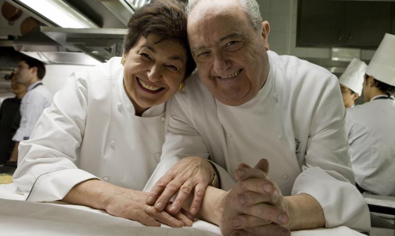 Come gestire un ricambio generazionale in un grande ristorante? Ce lo raccontano Aimo Moroni (nella foto, con la moglie Nadia) e la figlia Stefania in questa intervista. Nei prossimi giorni la seconda parte