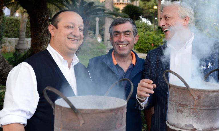 Ciccio Sultano e Davide Scabin immortalati in uno degli scatti di Salvo Mancuso in mostra a Palermo, al Bocum di Franco Virga, almeno fino a fine mese