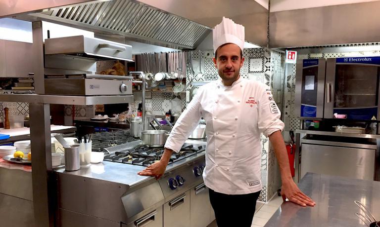 Valentina Santonastaso è andata per Identità Golose a Castellammare di Stabia, a provare la cucina di Luigi Salomone alla Piazzetta Milù. Lì il giovane chef è circondato dalla passione per la ristorazione e l'ospitalità dell'intera famiglia Izzo