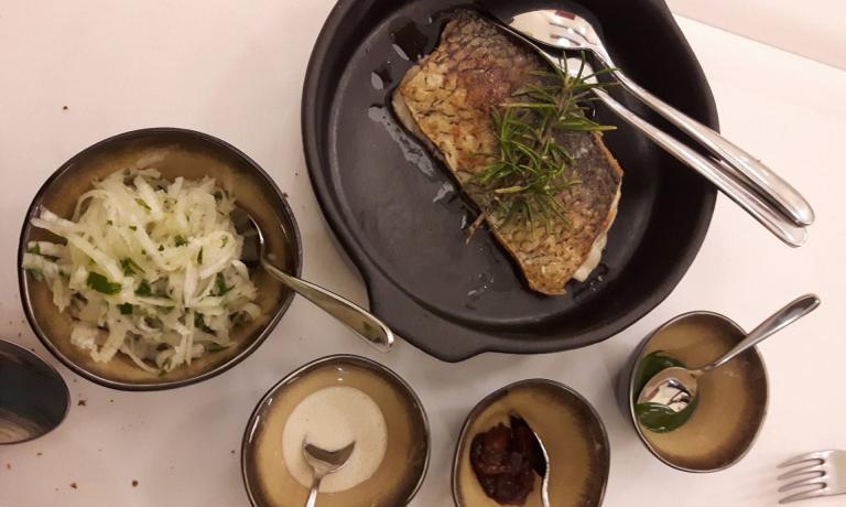 Trancio di pesce di lago lariano, alloro, albicocche secche sottaceto e salsa alla mandorla
