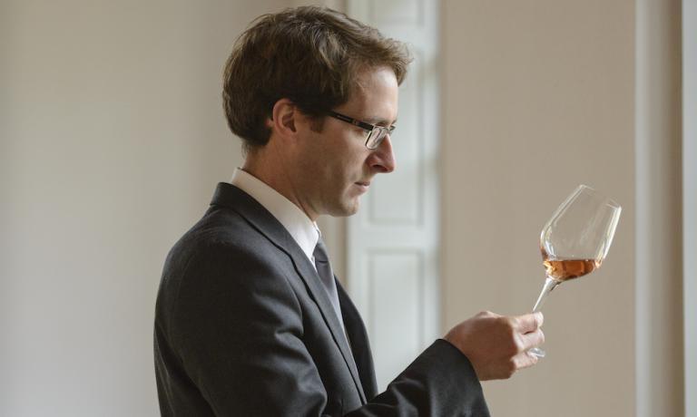 Vincent Chaperon, enologo della celebre maison francese Dom Pérignon, che settimana scorsaha presentato il millesimo 2005 del rosé: Chardonnay, Pinot Noir dai migliori Grand Cru e poi l'aggiunta di vino rosso, sempre da uve Pinot Noir