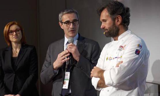 Eleonora Cozzella, Riccardo Felicetti e Carlo Cracco, in una foto dell'edizione di Identità di Pasta 2016