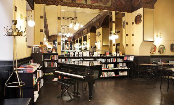"""Gli interni delCaffè San MarcodiTrieste, dal 2005 """"caffè storico d'Italia�.Via Cesare Battisti 18, telefono +39.040.0641724"""