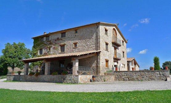 Il casolaredi Els Casals, hotel e ristorante a Sàgas, 100 km a nord di Barcellona, nella campagna catalana, telefono+34.938.251200 (foto kitchengardenrestaurants.com)