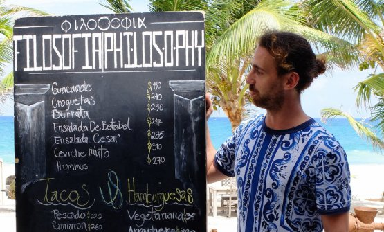 Simone Merati, milanese, chef dei ristoranti Filosofia e Ambrosia, contenuti inCasa Malca, hotel a Tulum, popolare centro dello Yucatan, Messico (foto del servizio di Tokyo Cervigni)