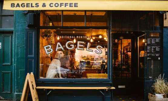 The window and sign of one of theBross Bagelsshops in Edinburgh (all photos are from@schnappsphoto)