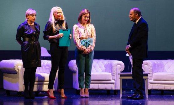 Dominga, Enrica e Marta Cotarella con Bruno Vespa sul palco di Note a Margine