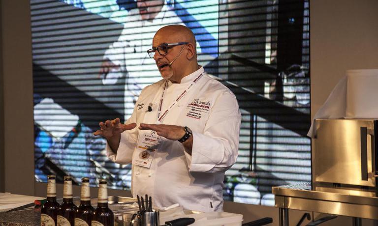Claudio Sadler ha presentato un piatto realizzato pensando all'abbinamento con la Birra alla Pugliese di Birra Moretti