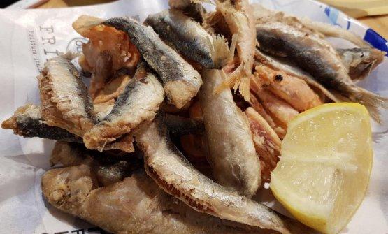 Una delle celebri fritture di pesce di Pasquale e Gaetano Torrente, Conventoe Cuopperia di Cetara (Salerno)