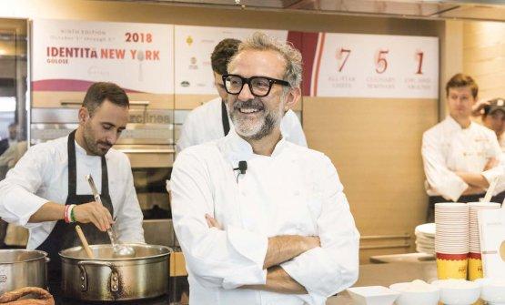 Massimo Bottura, 56 anni compiuti il 30 settembre scorso, alla Scuola di Eataly Flatiron (foto Brambilla/Serrani)