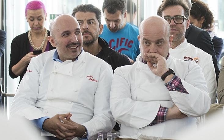 Andrea Ribaldone con Domenico Schingaro, suo fidato secondo al ristorante Due Buoi di Alessandria, durante la presentazione del programma di Identità Expo all'ExpoGate di Milano.(foto Brambilla / Serrani)