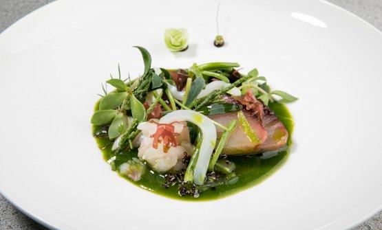 Giardino iodato, un piatto dai contenuti che cambiano in relazione al pesce disponibile a Fiumicino. A Milano c'erano tonno alalunga crudo, tartare di ombrina, gamberi rosa, lampuga marinata, lupini. Sapori magnifici, rinfrescati dalle erbe dell'orto di Usai