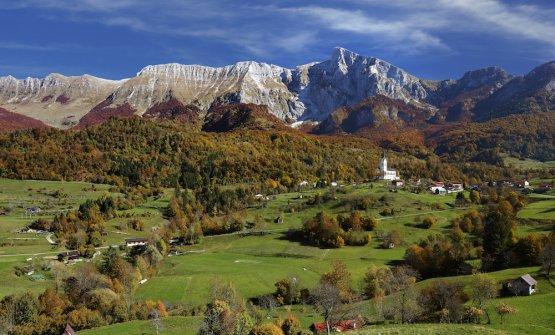 Uno scorcio di Caporetto all'ombra del Monte Nero (foto di Dan Briski)