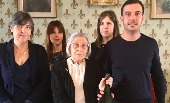 Foto di famiglia a Casa Villardi: Emanuela (preziosa custode della storia con la sorella Anna), Alessandra, Giovanna, Nicoletta e Silvio Portinari