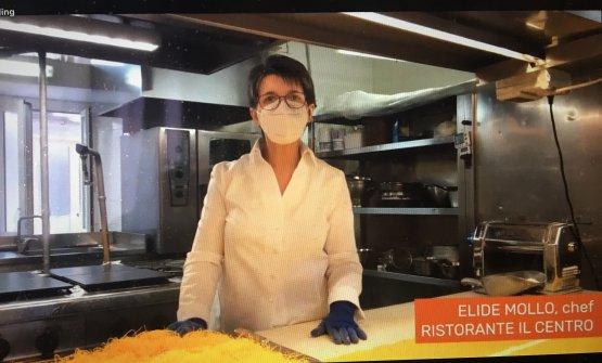Elide Mollo, chef del Centro di Priocca (Alba), ha accompagnato la degustazione coi suoi piatti