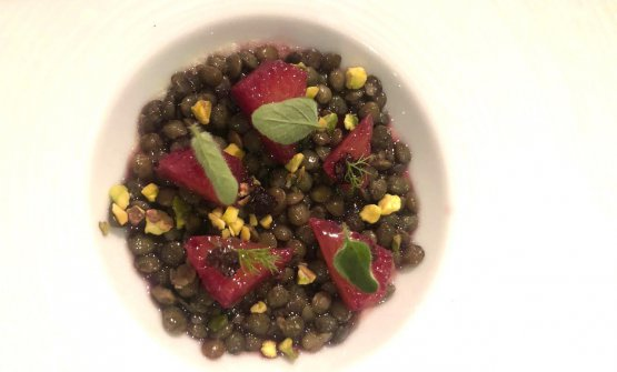 Mousse of blue cheese with lentils and pistachios