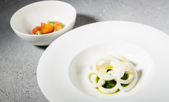 Egg, squid and basil, tomatoes and kiwi