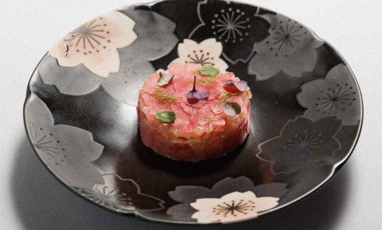 Alcuni piatti di Cristina Bowerman: qui Tartare di gamberi alla tapioca