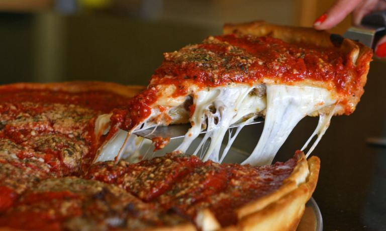 La classica pizzaDeep Dish di Chicago