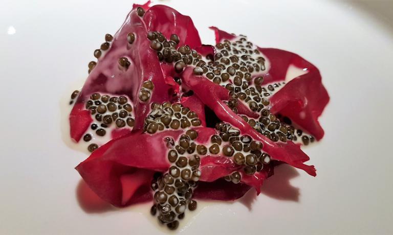 Crapaudine,bietola e caviale di Mauro Colagreco del Mirazur di Mentone (foto Xavier Agullo)