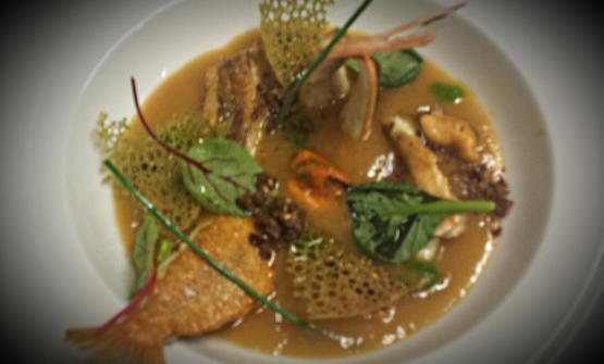 Il giovane Christian Collu è lo chef di uno dei ristoranti entrati nel 2017 nella Guida di Identità Golose, Cucina Machrì a Pula (Cagliari). Il suo piatto per l'anno in corso è una zuppa di pesce molto ricca e saporita