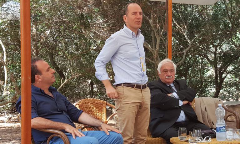 Da sinistra, l'enologo Giacomo Ansaldi; il titolare di Donnafugata e presidente del Consorzio di Tutela vini Sicilia DocAntonio Rallo e il professor Attilio Scienza