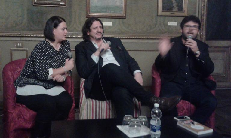 Jay Rainerin una recente sortita italiana, tra l'interprete Daniela Mondino e Luca Iaccarino, curatore dell'edizione italiana per Edt