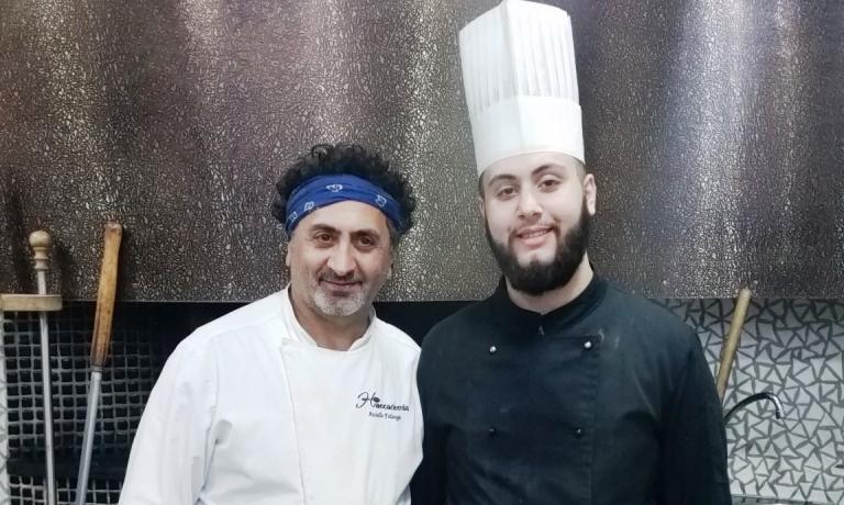 Aniello Falanga, qui con il figlio Nicola, è pizzaiolo dal 1985, ha aperto la sua prima pizzeria nel 1988 a Pompei. Oggi con la sua famiglia conducela Pizzeria Haccademiaa Terzigno, in provincia di Napoli