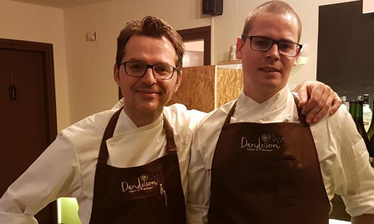 Marcello Gado, a sinistra, eFilippo Oggioni: sono i due nuovi chef del Dandelion di Courmayeur (telefono:+39.345.7007502)